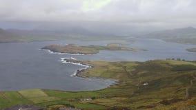 Anello di Kerry che stabilisce colpo con il faro, panorama, Irlanda archivi video