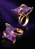 Anello di oro con la gemma ed i diamanti Immagine Stock Libera da Diritti