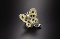 Anello di oro giallo della farfalla Immagini Stock Libere da Diritti