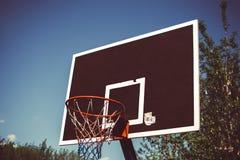 Anello di pallacanestro della via fotografie stock