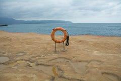 Anello di vita sulla spiaggia Immagini Stock