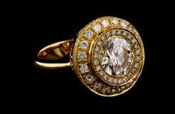 Anello dorato con i diamanti Fotografia Stock Libera da Diritti