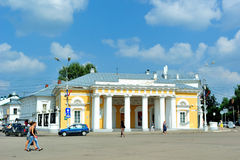 Anello dorato della Russia. Precedente guardia militare (centesimo 19.) in Kostroma nel quadrato centrale (di Susanin) Fotografia Stock Libera da Diritti
