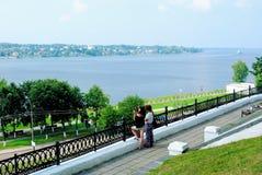 Anello dorato della Russia. Vista del fiume Volga di estate dal territorio del Cremlino di Kostroma Immagini Stock