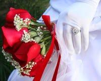 Anello e fiori di cerimonia nuziale Immagini Stock Libere da Diritti