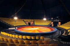 Anello e sedie del circo per la gente Fotografie Stock Libere da Diritti