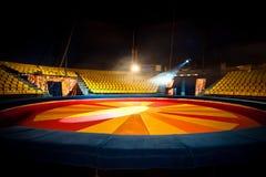 Anello e sedie del circo per la gente Immagine Stock