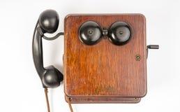 Anello obsoleto d'annata di Wallbox del microtelefono della bachelite dell'apparecchio telefonico della quercia fotografie stock