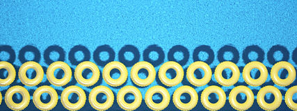 Anello variopinto di nuotata isolato nella piscina rappresentazione 3d Immagine Stock Libera da Diritti