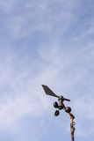 Anemometer mit dem Himmel Lizenzfreie Stockfotos