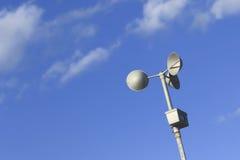 Anemometer på blåttskyen Fotografering för Bildbyråer
