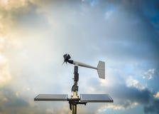 Anenometer ενάντια σε έναν δραματικό ουρανό Στοκ φωτογραφία με δικαίωμα ελεύθερης χρήσης
