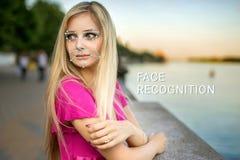 Anerkennung des weiblichen Gesichtes Biometrische Überprüfung und Identifizierung stockbilder