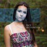 Anerkennung des weiblichen Gesichtes Biometrische Überprüfung und Identifizierung stockfotos