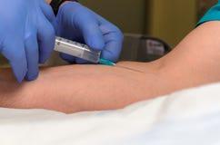 Anesthésistes dans la salle d'opération avant Photo libre de droits