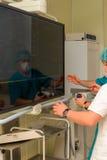 Anesthésistes dans la salle d'opération avant Images libres de droits