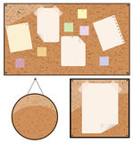 Anexo de papel ao quadro de avisos de madeira Foto de Stock Royalty Free