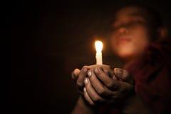 Anfänger mit Kerzenlicht stockbilder