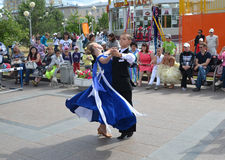 Anförande av unga dansare i den Tsvetnoy boulevarden Arkivbilder