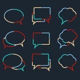 Anförande bubblar linjära symboler av färgrika prickiga linjer Arkivfoto
