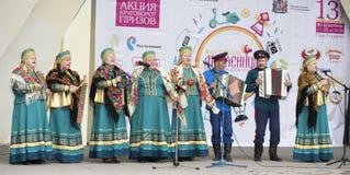 Anförandekosackhelheten av Maslenitsa i Gorky parkerar Fotografering för Bildbyråer