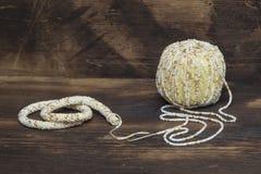 Anfang des Seils häkelnd mit Perlen Lizenzfreies Stockfoto