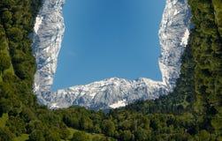 Anfangeffekt handhabung Bewölkter Himmel, Berge und Bäume stock abbildung