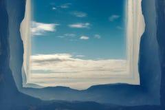 Anfangeffekt handhabung Bewölkter Himmel und Berge vektor abbildung