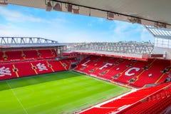 Anfield stadion, hemmaplanen av den Liverpool fotbollklubban i UK arkivfoton