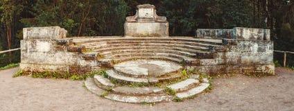 Anfiteatro antico nel parco di Pavlovsk Stagione di autunno Immagine Stock Libera da Diritti