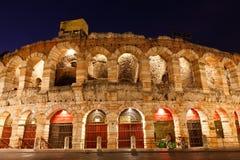 Anfiteatro antiguo en sujetador de la plaza en Verona Fotografía de archivo