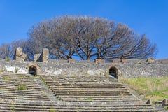 Anfiteatro de Pompeii na cidade romana antiga imagens de stock