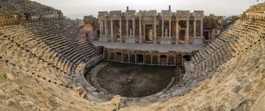 Anfiteatro di Hierapolis Roman Antique Theater, Pamukkale, Turchia fotografia stock libera da diritti