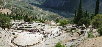 Anfiteatro durante a excursão, Delphi, Grécia fotos de stock