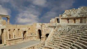 Anfiteatro en Jerash Gerasa de la ciudad de la antigüedad, capital y más grande del Governorate de Jerash, Jordania metrajes