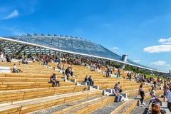 Anfiteatro moderno con un tejado de cristal en Moscú Imágenes de archivo libres de regalías