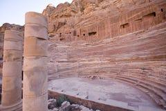 Anfiteatro romano en Petra Jordania imagen de archivo libre de regalías