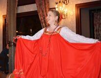 Anfitrião folclo'rico em St Petesburg, Rússia Fotos de Stock