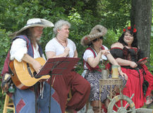 Anfitriões musicais justos do renascimento no traje Imagens de Stock Royalty Free