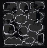 Anförande bubblar på den svart tavlan Arkivfoton