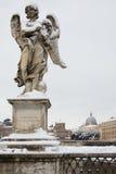 Ange avec la tête d'épine sur la passerelle de Sant Angelo, Rome Images stock