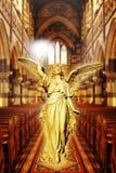 Ange dans la cathédrale photo stock