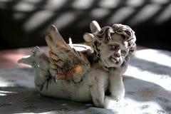 Ange dans les ombres photographie stock libre de droits