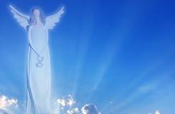 Ange de silhouette dans le symbole de ciel de l'amour Photographie stock