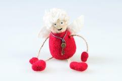 Ange fait main de laine de jouet sur un fond blanc Laine de Felted à Photos stock