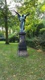 Ange sur un cimetière images libres de droits