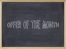 Angebot des Monatsfleisches geschrieben auf eine Tafel Stockbilder