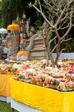 Angebot im Bali-hinduistischen Tempel Stockfotos