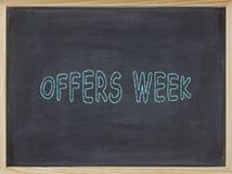 Angebot-Wochenfleisch geschrieben auf eine Tafel Lizenzfreie Stockfotos
