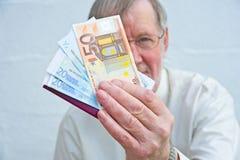 Angebot, zum in den Euro zu zahlen. Lizenzfreies Stockbild